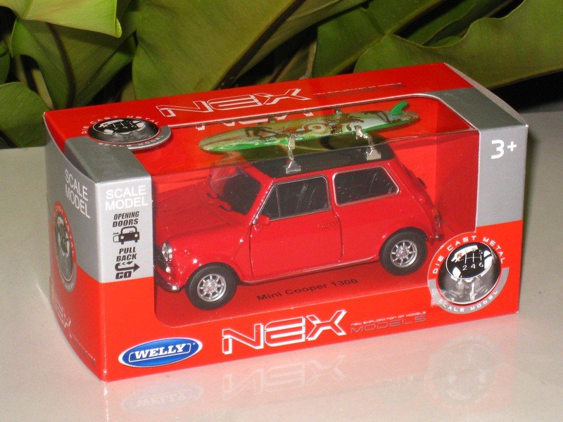 Welly NEX (11cm) Die cast Car Mini Cooper 1300 With Surfboard Classics Car (RED)