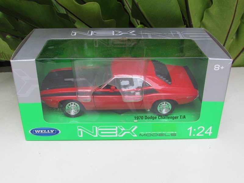 Welly 1/24 Diecast Car 1970 Dodge Challenger TA Red Classics Car