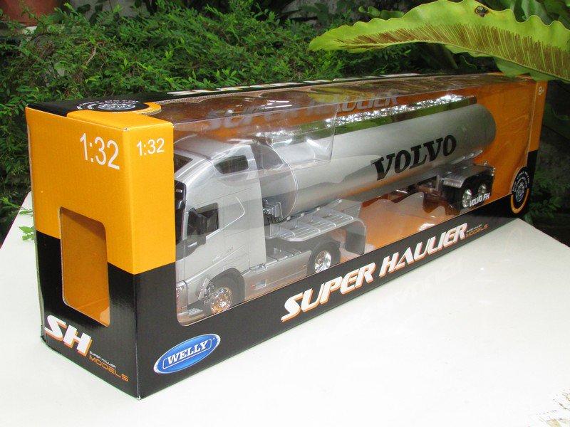 Welly 1/32 SUPER HAULIER Diecast Car VOLVO Truck Volvo FH12 Oil Tanker Truck