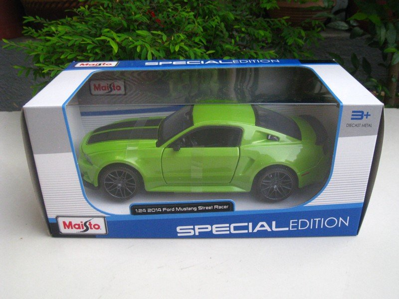 Maisto 1/24 Special Edition Diecast Car 2014 Ford Mustang Street Racer Green