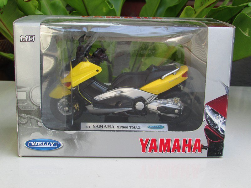 Welly 1/18 Diecast Motorcycle YAMAHA XP500 TMAX 2001 Maxi-Scooter (Black Yellow)