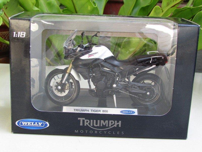 Welly 1/18 Diecast Motorcycle 2010 Triumph Tiger 800 (Black White)