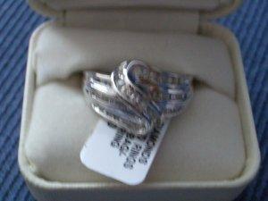 1/2 CTTW WG BAGGUETTE/RND SWRL DIAMOND RING