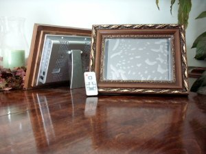 50 - 10.4 LCD Digital Photo Wood Gold Frame MP3, Video 1GB - with Remote
