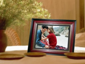 """1 - 10.4"""" LCD Digital Photo Red Wood Frame - MP3 & Video - 1GB - with Remote"""
