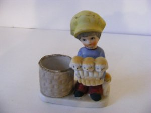 JASCO 1978 COLLECTIBLE  BOY HOLDING PUPPIES STATUETTE