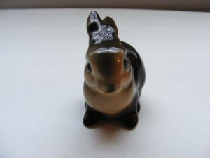 GOEBEL-CLASSIC-RABBIT-FIGURINE-MARKED