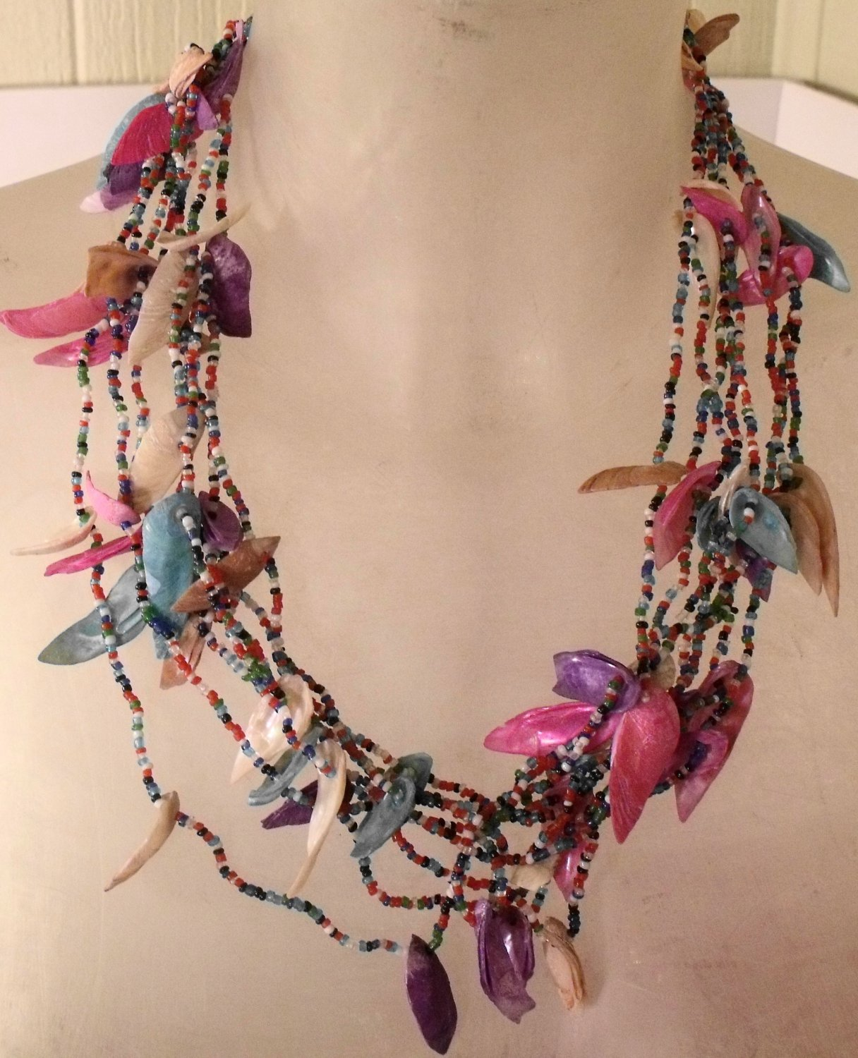 WOMEN SHELL & BEADS NECKLACE