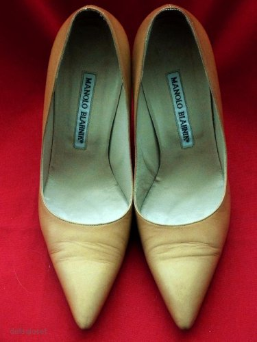 MANOLO BLAHNIK $665 Newcio Mustard/Camel Leather Classic Pumps 35 1/2EU - 5.5US