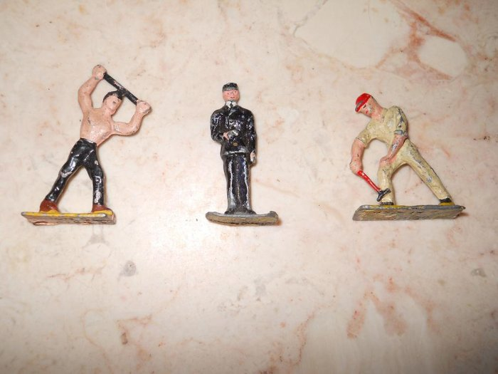 Union Of Africa - 3 Metal Figurines