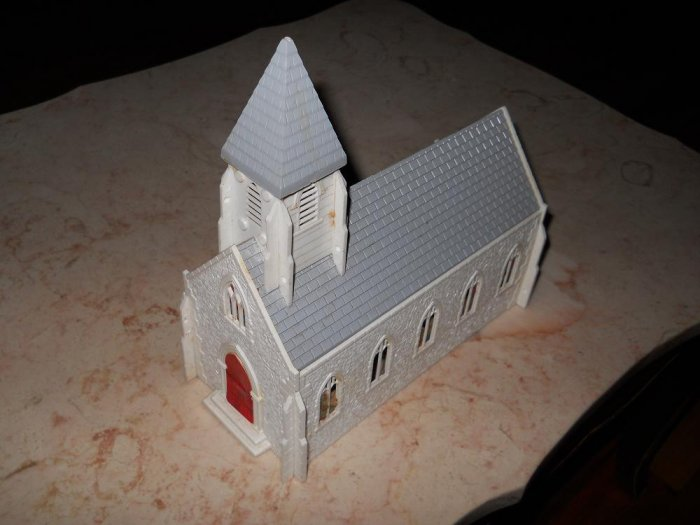 Plasticville - Church - White With Grey Roof