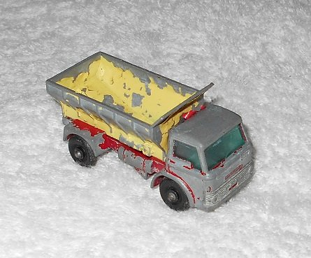 Grit-Spreading Truck - #70 - Matchbox - Yellow & Red - Metal - Vintage