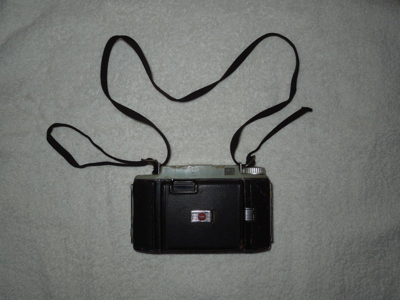 Kodak - Tourist II Folding Camera - Uses Kodak 620 Film - Kodet Lens - Vintage