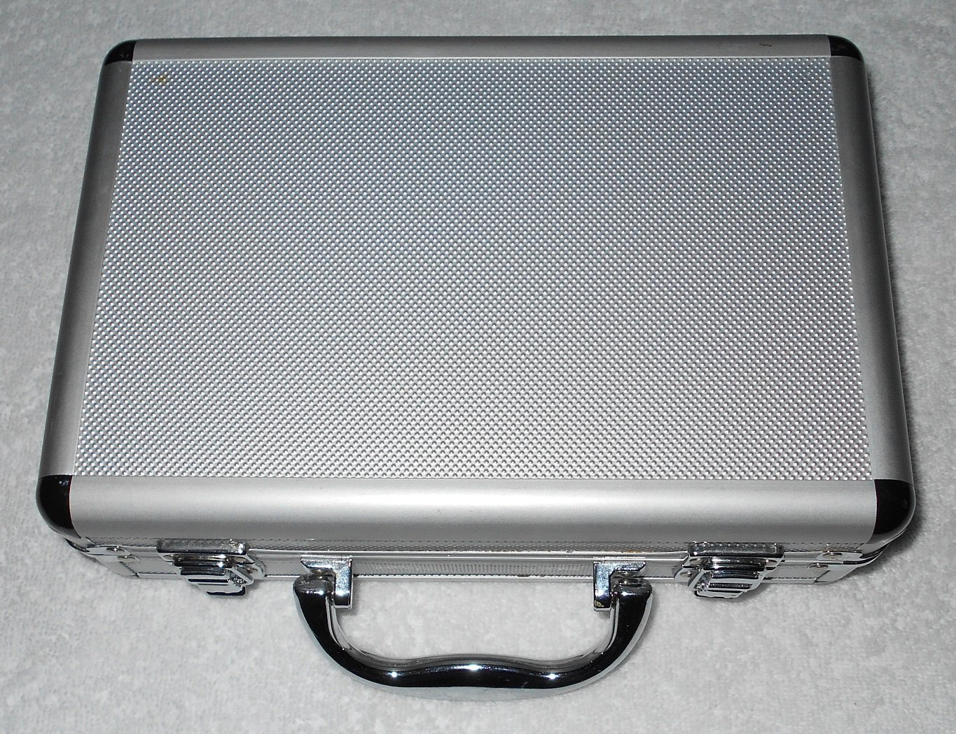 Hinged Hard Plastic Case w/ Metal Handle - Light Grey w/ Silver Trim - 4 Inside Pouches - Lining