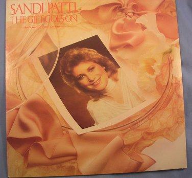Sandi Patti The Gift Goes On Christmas gospel Christian music 1983 LP 33� EUC