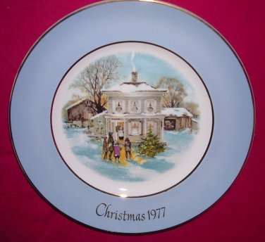 Avon Christmas Plate 1977-Carollers In The Snow-9 inch Vintage Good Condition Crazed