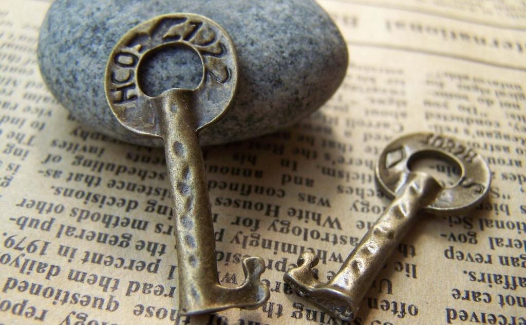 10 pcs Antique Bronze Ancient Key Charms Pendants A203