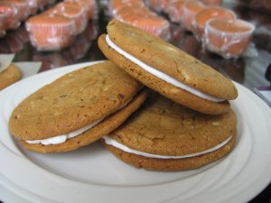 Chocolate Chip Buttercream Cookie Sandwich - 6 in a pack