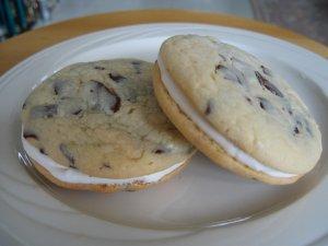 Chocolate Chunk Buttercream Cookie Sandwich - 6 in a pack
