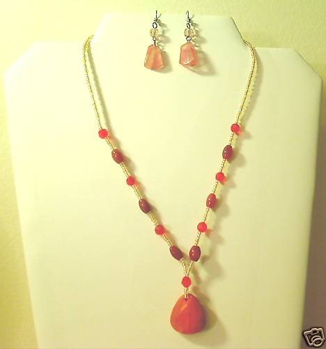 """17""""-20"""" Beautiful Agate & Quartz Necklace & Earring Set"""