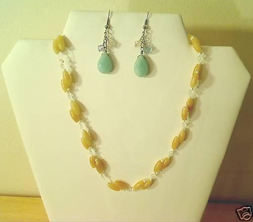 "17""-20"" Beautiful Yellow & Green Jade Necklace/Earring"