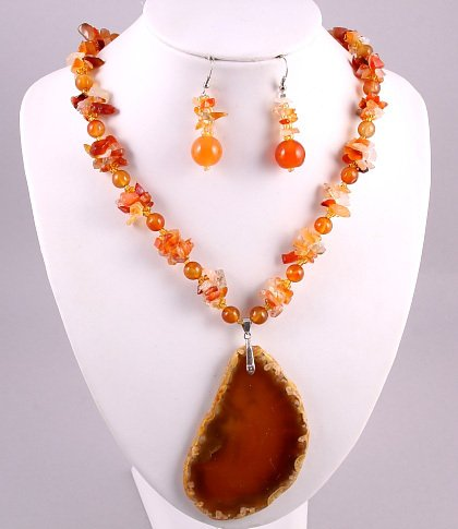 """18""""-21"""" Genuine Agate Necklace & Earring Set"""