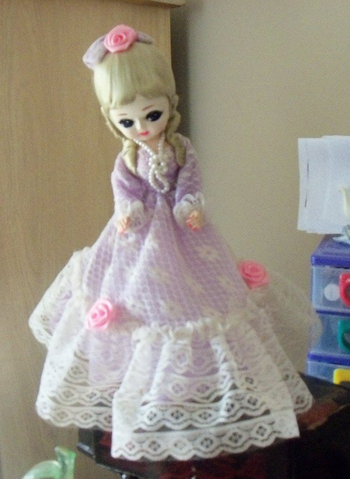 Vintage Bradley Music Box Doll Big Eyed Girl Light Lavender Dress Blond Hair  #400081