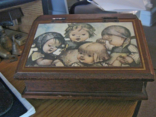 Vintage M.I.M. Lador, Inc. Wooden Jewelry Music Box Plays Somewhere My Love  #400091