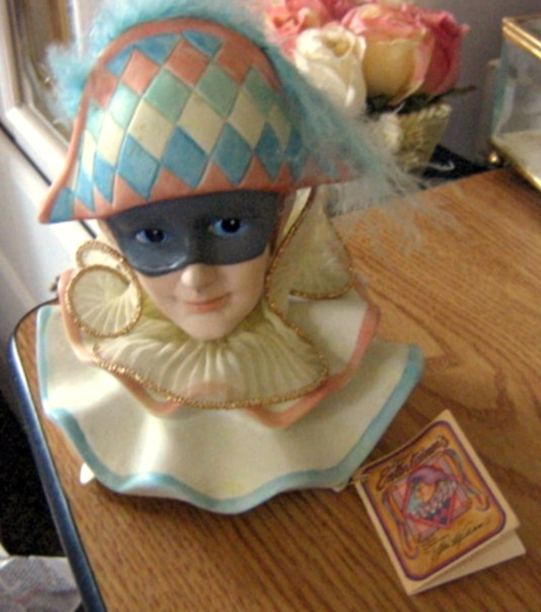 1988 Willetts The Entertainers Series Masked Clown Music Box Plays What I Did for Love  #400109