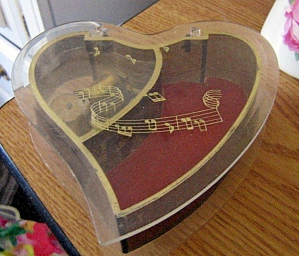 Heart Shaped Musical Jewelry Trinket Box #400115