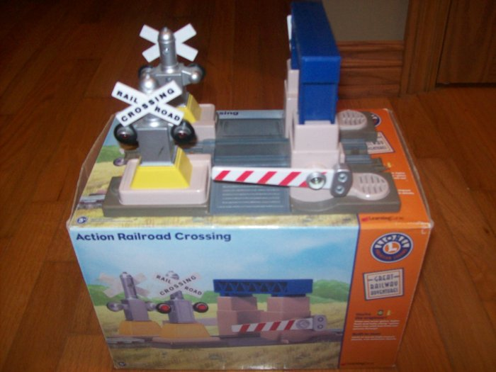 LIONEL TRAIN ACTION RAILROAD CROSSING