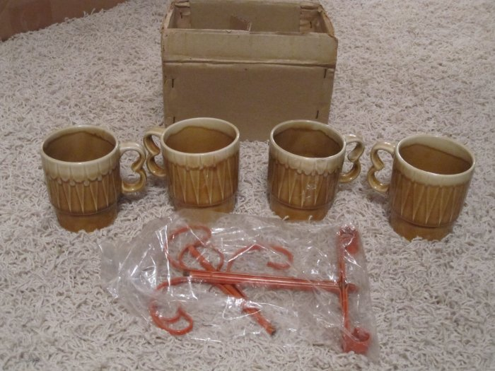 New but Vintage set of 4 mugs w/orange stand 1950s-70s?
