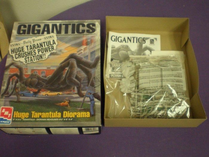 AMT Ertl Gigantics Tarantula Diorama # 8391, 8.0 VF