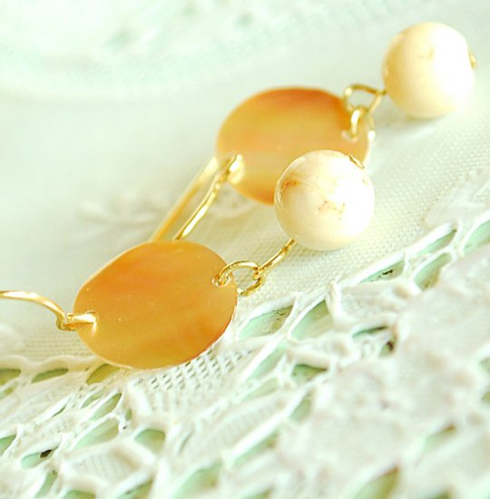 Creamy bead with Mother of Pearl earrings