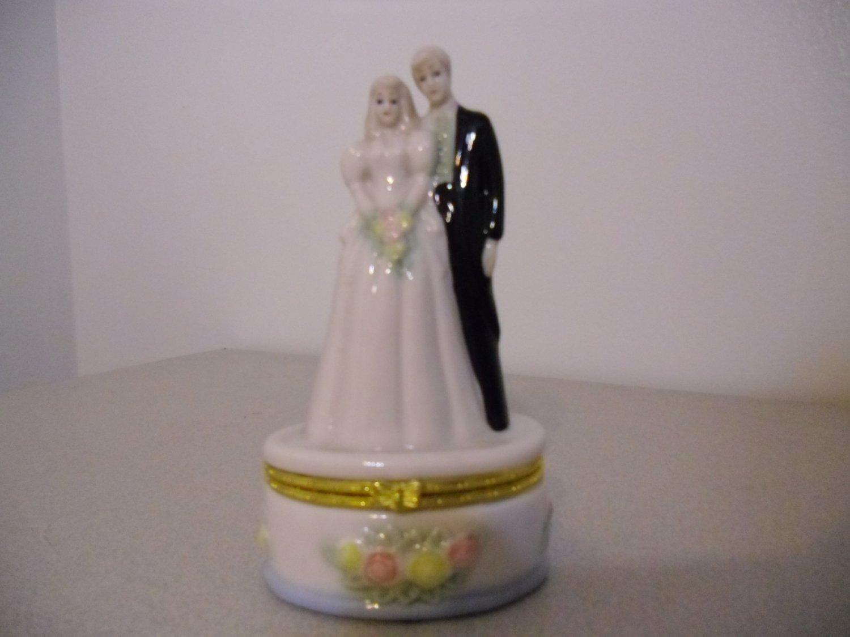Loving Couple Ring Box Wedding Cake Couple
