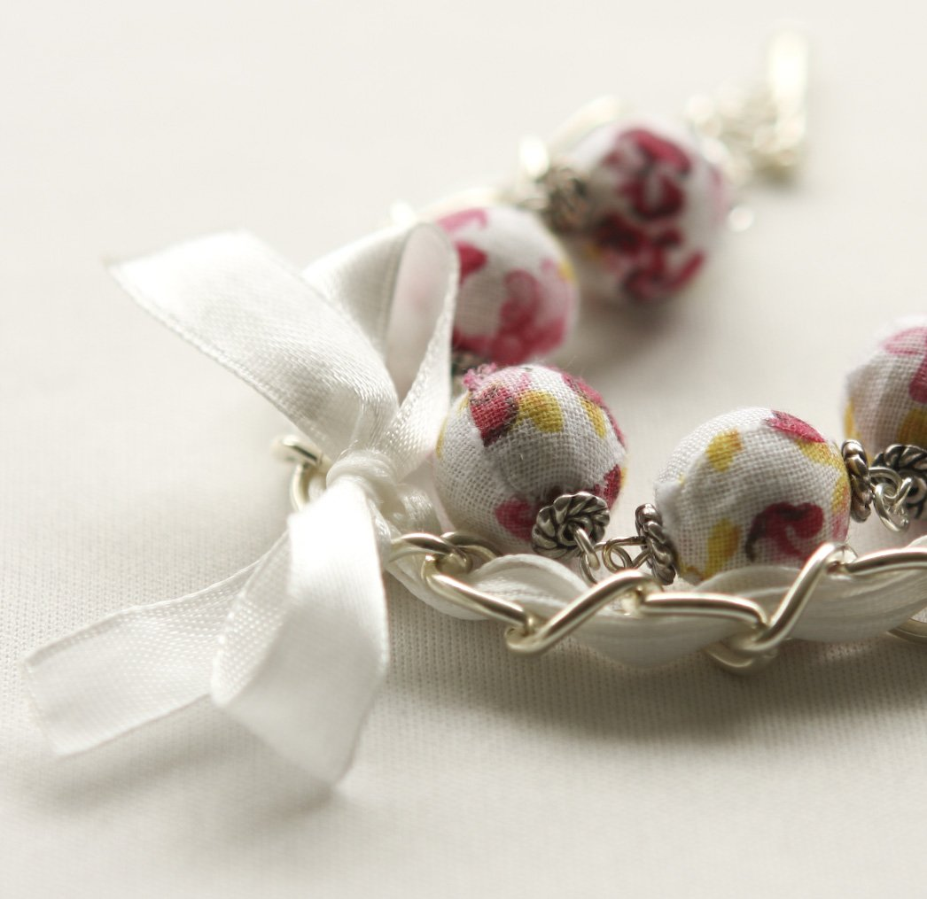 Red flowers cotton beads and white satin ribbon bracelet