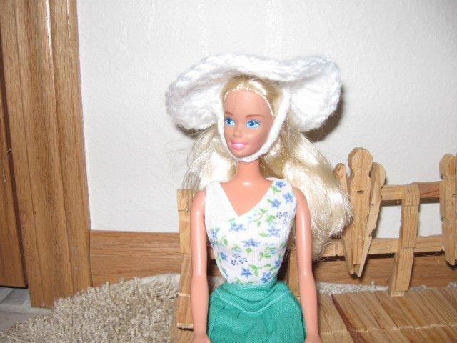 White garden hat for Barbie