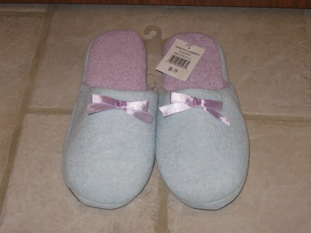 HANCOCK FABRICS SIZE 5/6 HOUSE SLIPPERS BABY BLUE AND LAVENDER NEW W/ TAG