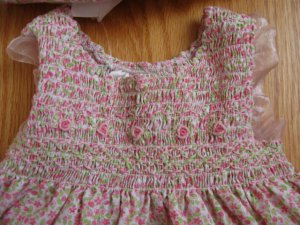 LITTLE BITTY SIZE 6 / 9 MONTHS PINK AND GREEN SMOCKED SLEEVELESS DRESS & HAT VINTAGE, CLASSIC
