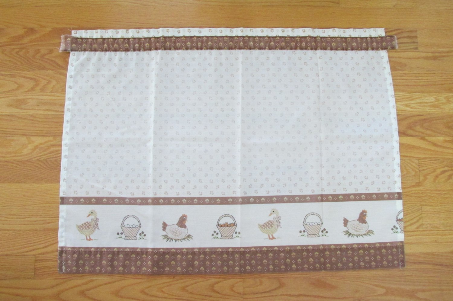 1970's VINTAGE CURTAIN IVORY & BROWN & TAN GOOSE & HEN BORDER PRINT QTY 4 PANELS