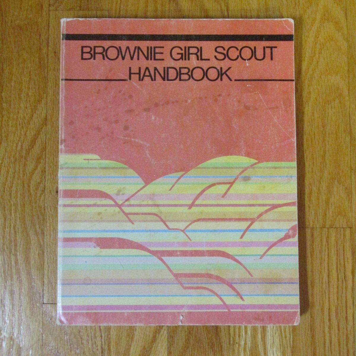 BROWNIE GIRL SCOUT HANDBOOK 1986