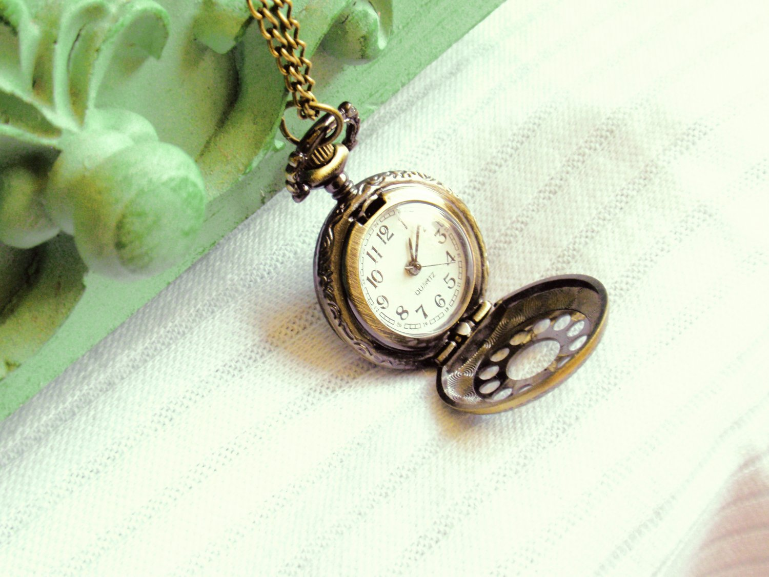 Pocket Watch Necklace - Bronze Timepiece