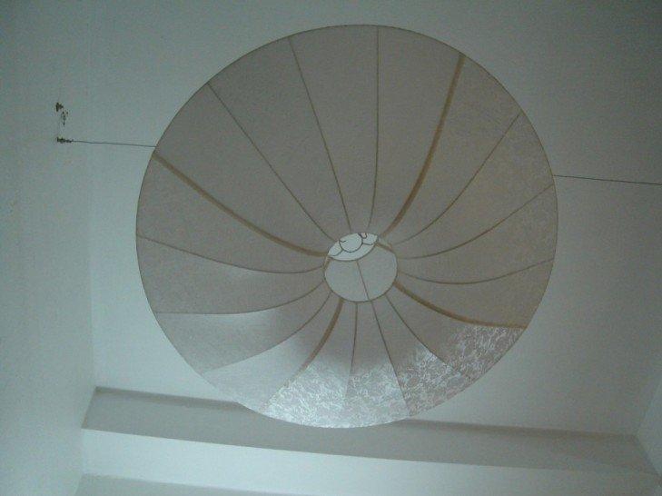 Round lantern in white pattern silk