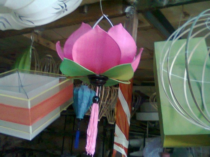 Hanged lotus lamp
