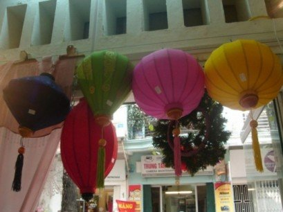 Silk lantern with 55cm dimension (oval shape)