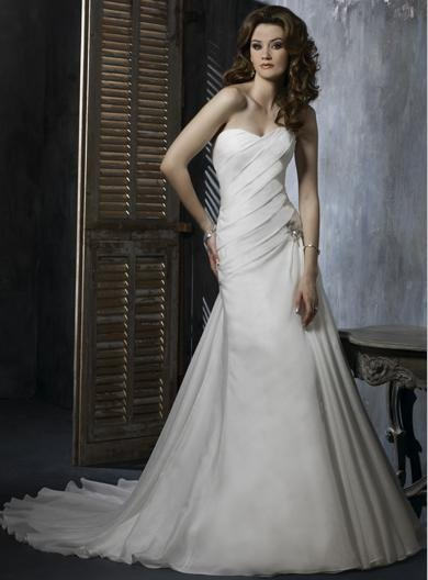 Custom made Sweetheart Neckline Strapless Organza Wedding Dress
