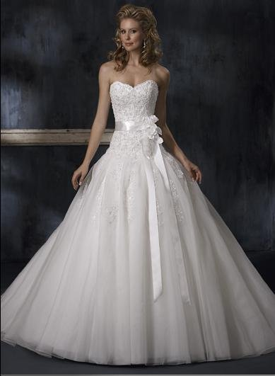 Ball Sweetheart Neckline Strapless Appliqued Beaded Tuller Wedding Dress Bridal Gown