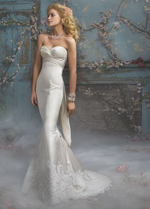 Mermaid V-neckline Backless Appliqued Wedding Dress Bridal Gown