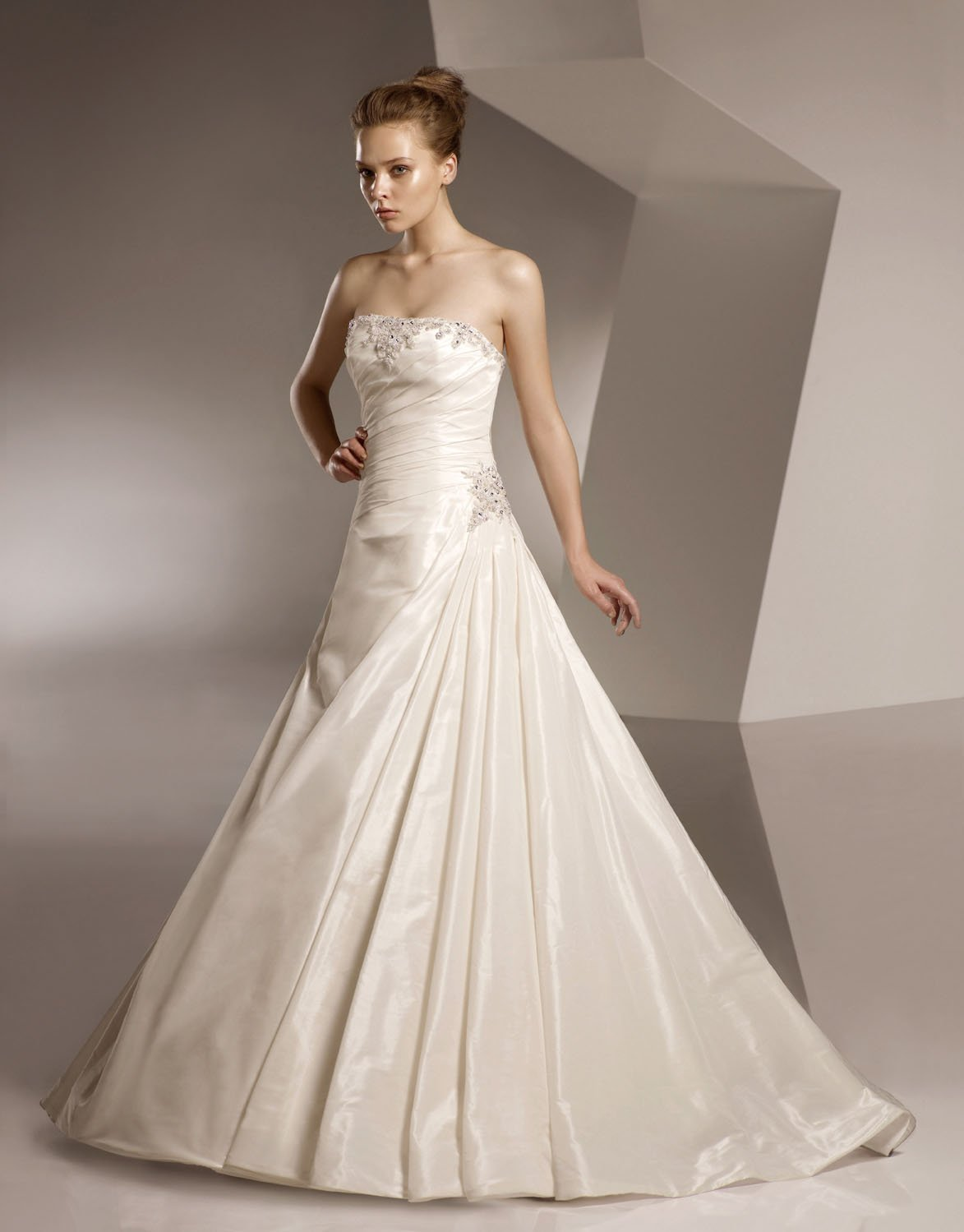 A-line Straight Neckline Appliqued Beading Wedding Dress Bridal Gown