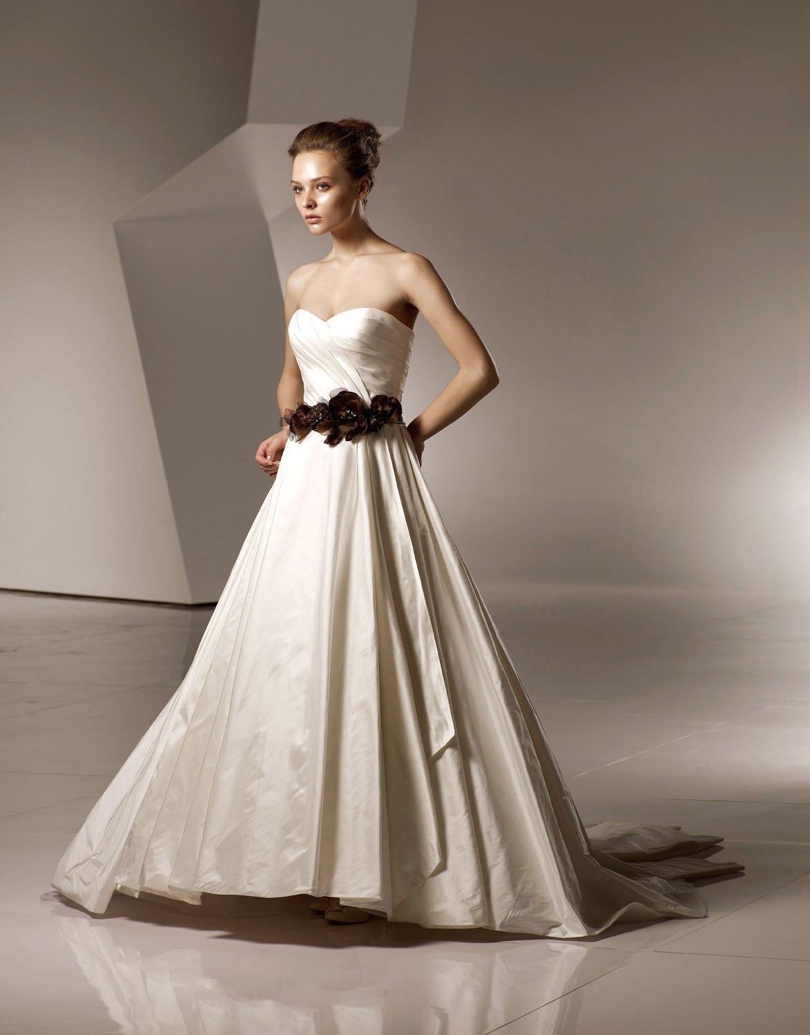 Sweetheart Neckline Strapless Train Taffeta Wedding Dress Bridal Gown